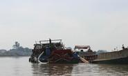 Cát tặc lợi dụng nghỉ Tết để hút cát trộm trên sông Đồng Nai