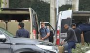 Cận cảnh đặc vụ Mỹ bước ra từ dàn xe hộ tống quái thú của Tổng thống Donald Trump