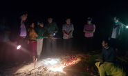 6 học sinh chết và mất tích: Tiếng khóc xé lòng bên bờ biển