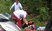 Bác sĩ phóng xe máy đến bìa rừng giúp sản phụ người Dao vượt cạn