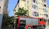 Cháy tầng 5 chung cư, người dân hốt hoảng tháo chạy