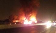 Xe khách bốc cháy dữ dội, hơn 50 hành khách bỏ chạy tán loạn
