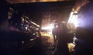 Cháy dữ dội suốt hơn 3 giờ ở huyện Hóc Môn, TP HCM