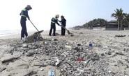 Hàng chục tấn rác bủa vây hơn 2 km bờ biển Đà Nẵng