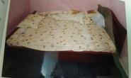 Nút buộc khăn cuốn cổ tố kẻ hãm hại người phụ nữ trên giường