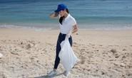 Hoa hậu Trái đất Nguyễn Phương Khánh ra đảo nhặt rác