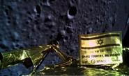 Tàu vũ trụ bổ nhào xuống mặt trăng