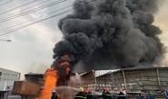 CLIP: Đang cháy dữ dội tại KCN Sóng Thần 2, giáp ranh TPHCM – Bình Dương