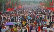 Hàng vạn du khách đổ về Đền Hùng trước ngày giỗ tổ