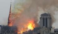 Clip:  Nhà thờ Đức Bà Paris bất ngờ bốc cháy dữ dội