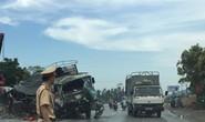 Xe tải đấu đầu xe container, cậy cabin dập nát cứu tài xế bị thương nặng