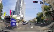 Phản cảm với đoàn xe tuyên truyền an toàn giao thông lại vượt đèn đỏ