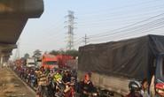 Dòng người đánh vật với kẹt xe, nắng nóng trên xa lộ Hà Nội