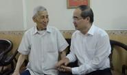 Bí thư Thành ủy TP HCM Nguyễn Thiện Nhân ân cần thăm hỏi gia đình chính sách