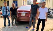 3 kẻ bịt mặt đi ôtô không BKS ép ngã xe,  đánh chủ tịch xã bị thương