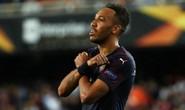 Arsenal đại thắng nhờ hat-trick, Chelsea nghẹt thở vượt ải 11 m