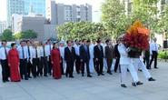 Lãnh đạo TP HCM dâng hương, dâng hoa Chủ tịch Hồ Chí Minh