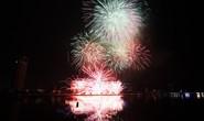 Mỹ Tâm hát Trở về dòng sông tuổi thơ trong đêm khai hội pháo hoa