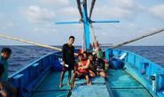 Một triệu lá cờ Tổ quốc cùng ngư dân bám biển: Tình người giữa trùng khơi