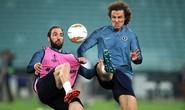 Chelsea tung hỏa mù về việc David Luiz tranh cãi với Higuain khiến Sarri bất mãn?