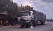 Bị xe tải cuốn vào gầm, mẹ và con gái 8 tuổi chết thảm