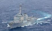 Tàu chiến Mỹ áp sát đảo nhân tạo phi pháp của Trung Quốc trên biển Đông