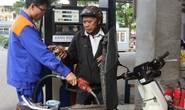 Giá xăng dầu giảm nhỏ giọt hơn 300 đồng/lít