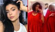 Kylie Jenner nhận gạch đá vì làm tiệc cảm hứng phim 18+