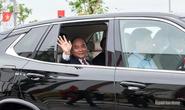 Thủ tướng đi thử ôtô VinFast do Chủ tịch Vingroup Phạm Nhật Vượng cầm lái