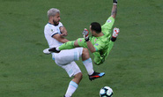 Argentina thua sốc: Đừng trách Messi