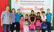 QUẢNG NAM: Tặng quà cho trẻ em vùng cao