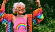 Ngắm biểu tượng thời trang ở tuổi 90