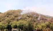 Bom, đạn nổ vang trời trong đám cháy rừng ở Bình Định