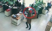 Bắt khẩn cấp kẻ cầm súng đột nhập phòng giao dịch Ngân hàng Bắc Á