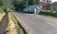Người phụ nữ chết kẹt dưới gầm xe khách