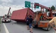 [CLIP] TP HCM: Kinh hãi xe đầu kéo tuột thùng container, đè ôtô con