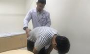 Sau khi chơi tennis, một nam nhân viên văn phòng suýt bị liệt chân.