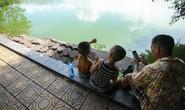 Cận cảnh sụt lún ở bờ kè quanh hồ Gươm