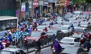 Nhiều tuyến phố Hà Nội ngập, tắc đường do mưa kéo dài