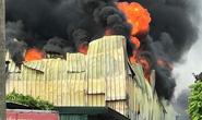 Cháy lớn gần Trung tâm thương mại Aeon Mall Long Biên, cột khói bốc cao hàng chục mét