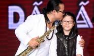 Con gái nghệ sĩ saxophone Trần Mạnh Tuấn vượt mặt bố