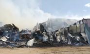Bình Định: Cháy lớn ở nhà kho chứa tài sản hàng trăm tỉ đồng