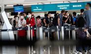Sân bay Hồng Kông mở cửa trở lại, hàng ngàn người vẫn mắc kẹt