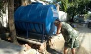 Người dân Đà Nẵng đỏ mắt chờ nước sạch giữa trưa nóng 38 độ C