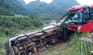 Xe khách giường nằm tông đuôi xe tải chở luồng, 16 người thương vong
