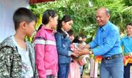 An Giang: Trao học bổng Tôn Đức Thắng cho con đoàn viên khó khăn