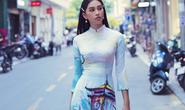 Hoa hậu Tiểu Vy lên hương sau 1 năm đăng quang