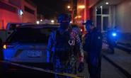 """Ném """"bom xăng"""" vào quán bar, giết chết 23 người"""