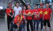 Clip: Người hâm mộ chờ các cô gái vàng vô địch bóng đá nữ Đông Nam Á