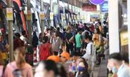 TP HCM: Dòng người đổ về bến xe đi nghỉ lễ, đường kẹt cứng